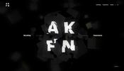 投影されるロゴやスクロールに連動したアニメーションが面白い AKUFEN のウェブサイト