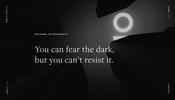 どこか心地よい暗闇と光の織りなす世界観! イタリアのデジタルエージェンシー Gothamsiti のウェブサイト